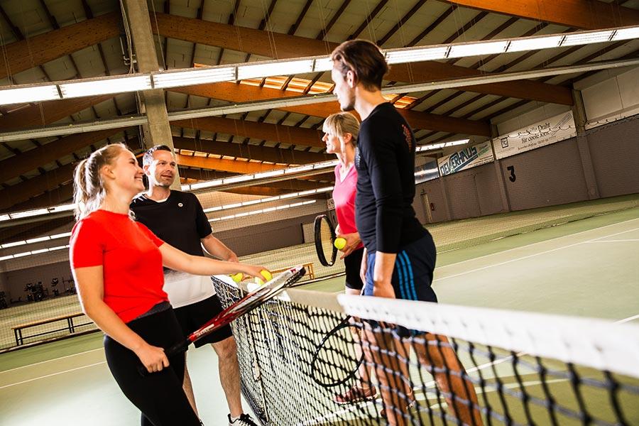 Tennisspieler am Netz